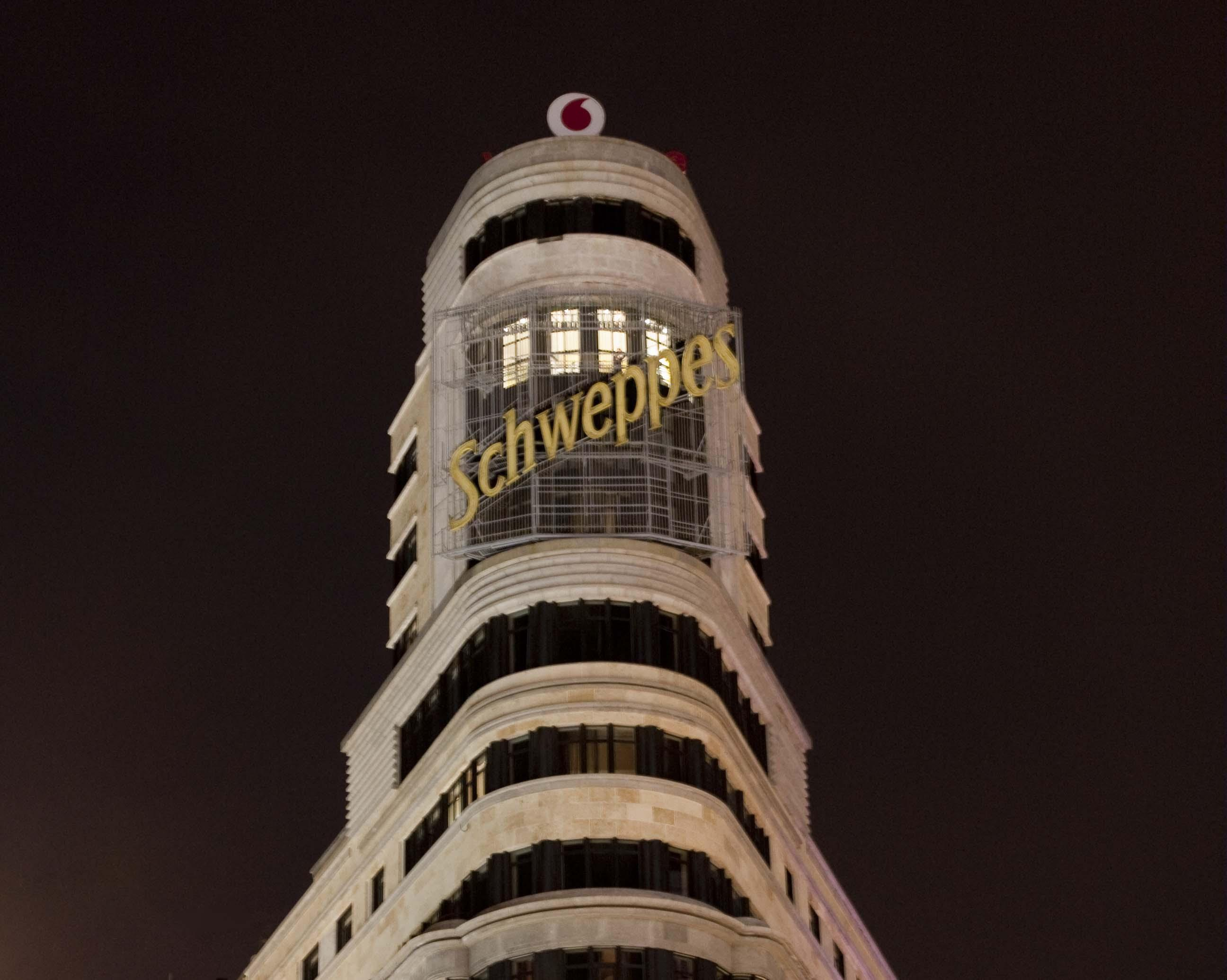 Cartel Apagon Schweppes Gran Via